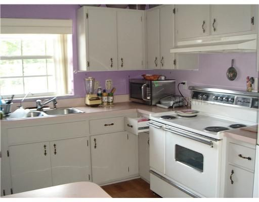 lavender and white kitchen  Cottage Chic Decor  Pinterest