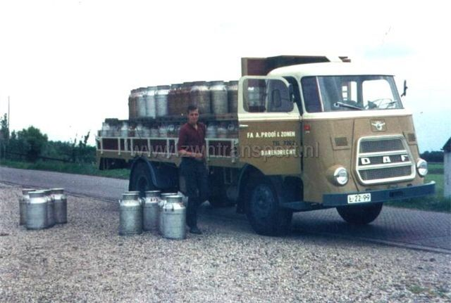 DAF L-22-99 V Prooij Barendrecht melkbussen lossen en laden
