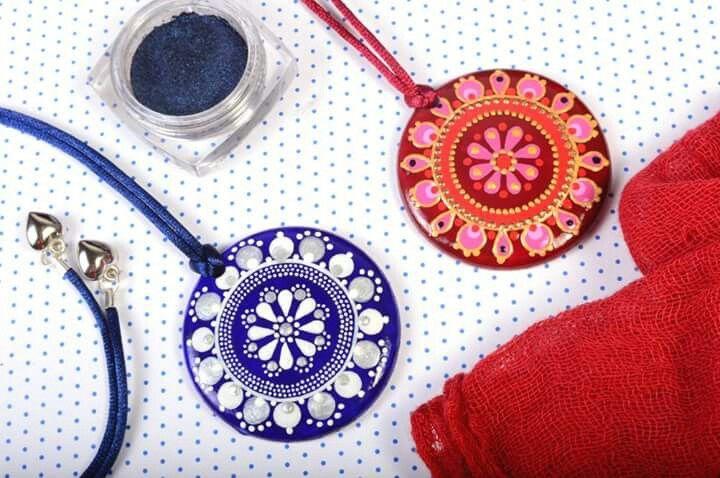Mintapalinta porcelain pendants  www.etsy.com/shop/mintapalinta