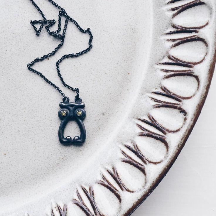 Måske til de lærde, men mest til de legesyge! 🍭 #ugle #owl #cringe #hønseringe #legetøj #toy #play #gold #guld #silver #sølv #diamond #diamant #smykker #jewelry #jewellery #guldsmed #jeweller #goldsmith #handcrafted #handmade #danishdesign #guldsmedlouisedegn