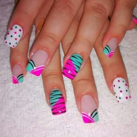 uñas blanca, turquesa, rosa animal print
