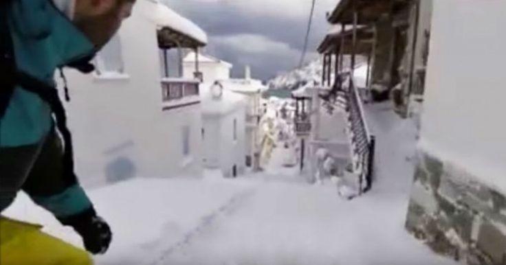 Άντρας κάνει σνόουμπορντ ανάμεσα στα σπίτια στη Σκόπελο Crazynews.gr