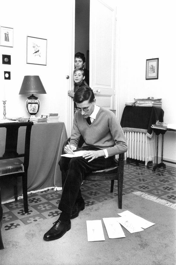 YVES SAINT LAURENT NOUVEAU DIRECTEUR ARTISTIQUE DE LA MAISON DIOR, 1957. - La galerie photo ParisMatch.com