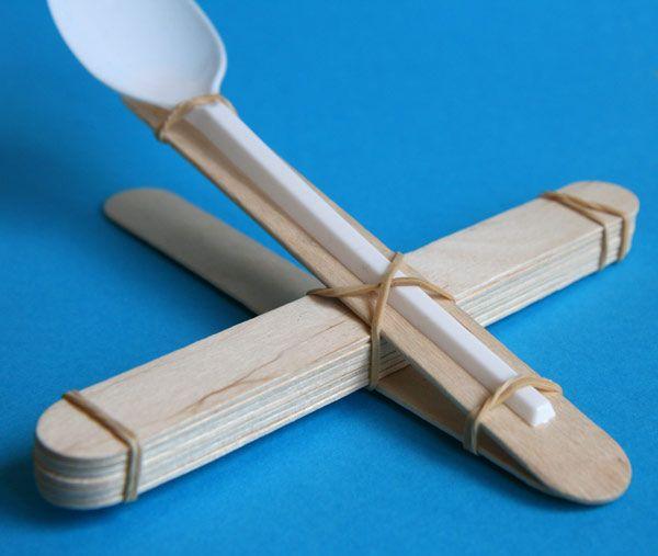 catapulte-batons-glace-cuillere                                                                                                                                                                                 Plus