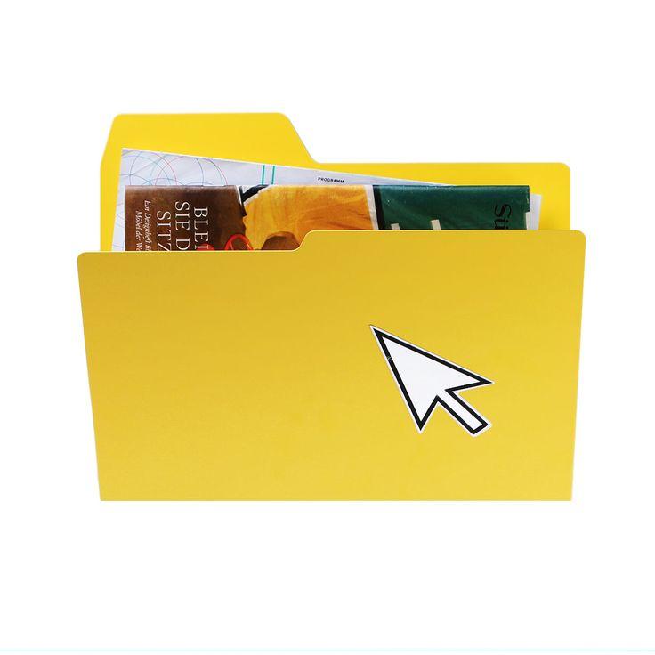 Articolo: 014Y_Parent skuContenedor en acero de diferentes colores, útil para guardar cartas, tarjetas postales y recuerdos. Todo para ayudar a mantener todo en orden, en casa, en oficina o dondequiera que usted esté! Incluso para productos altamente funcionales, como este, el diseño, los materiales y la forma son importantes para dar un toque de originalidad a la ardua acción de contener. New Folder de njustudio conecta el mundo digital y el real, transfiriendo la lógica de los ordenadores…