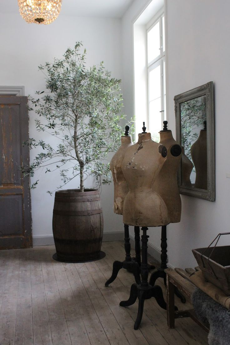 mannequins and the large tree in the whiskey barrel