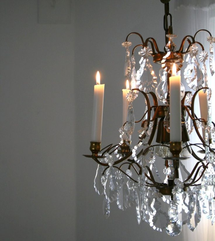 Do you really need a TV if you have a chandelier like this? I just love to stare at them...
