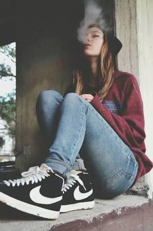 #wattpad #novela-juvenil Jefe la hija de él es lo que ocupamos -dice una voz grave. Estoy nervioso no le puede.  hacer nada a mi pequeña ally a ella no es todo lo que tengo   Como puedo me libro de la silla y salgo corriendo en lo que corro  me vienen persiguiendo logró marcar un número   Ya sabes lo que tienes que hacer p...