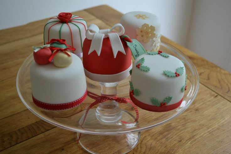 Cake Decorating Ideas Uk : 1000+ images about mini Christmas cake ideas on Pinterest ...