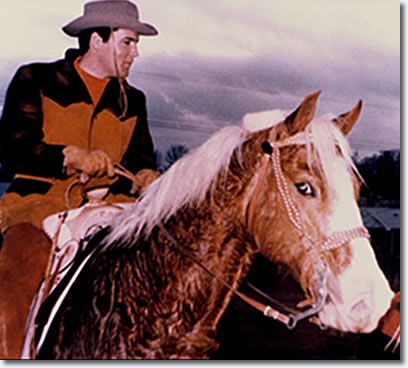 Elvis Presley at his Circle G Ranch, Mississippi riding Rising Sun. /Rising Sun wearing his ''winter'' coat.