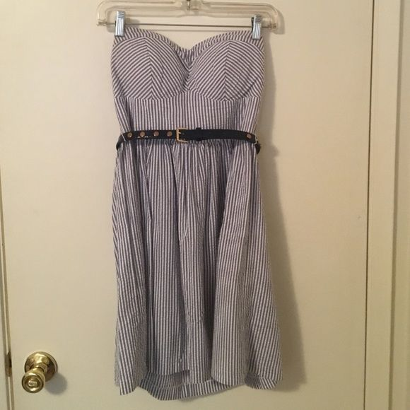 B. Smart blue and white striped strapless dress Strapless dress with removable belt B. Smart Dresses Strapless