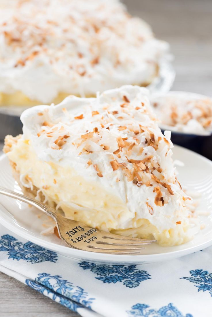 No Bake Coconut Cream Pie - this EASY no bake pie recipe is full of coconut pudding, fresh whipped cream, and a Golden Oreo crust!