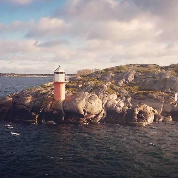 Entering the harbour of Lappo in the archipelago of Åland Islands. #discoverarchipelago #archipelago #island #sea #harbour #lighthouse #wanderlust #aland #visitaland #adventurevisuals #livefolk #finnishmoments #finland #travelphotography #optoutside #briskoutdoors #guardiantravelsnaps #passionpassport #exploringtheglobe #excellent_nordic #travelgram #beautifuldestinations #igscglobal