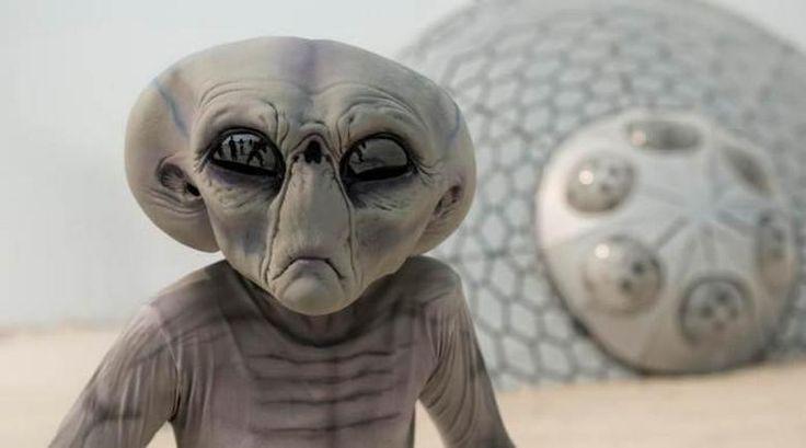 Наблюдение за НЛО показывают, что инопланетяне обладают таким уровнем технологий, который нам не достичь, может, еще тысячу лет даже при семимильных шагах развития нашей науки. Поэтому говорить о войне с пришельцами, о том, что они нас хотят поработить, как-то даже наивно.