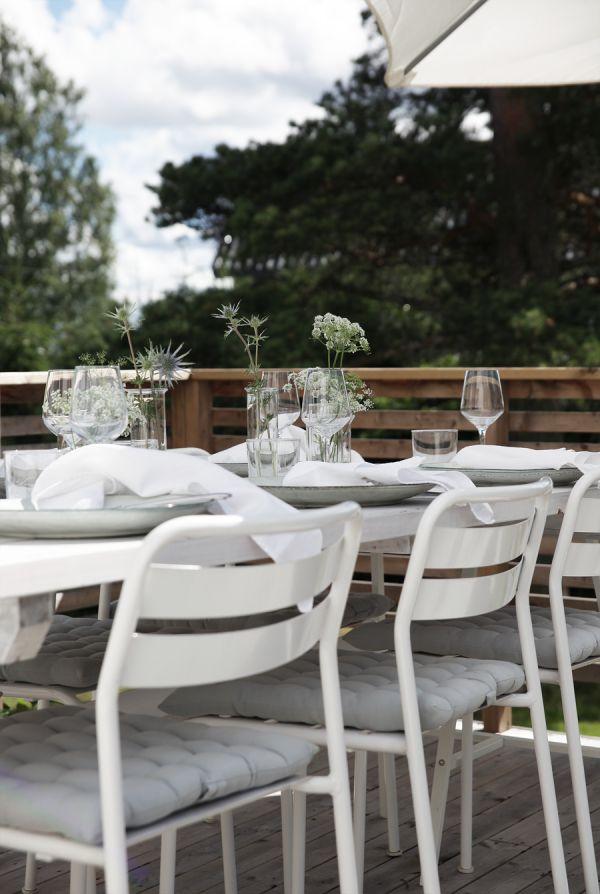 A lovely Norwegian terrace / table in summertime. Norwegian Homes Scandinavian HomeOutdoor ...