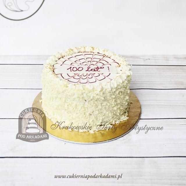 153BA Klasyczny tort z wiórkami białej czekolady.  Classic cake decorated with white chocolate chips.