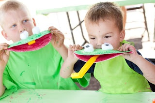 frog craft.  and it moves.  the kids will love it!