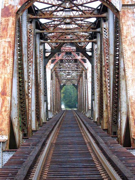 Frankfort, Kentucky Bridge crosses Kentucky River