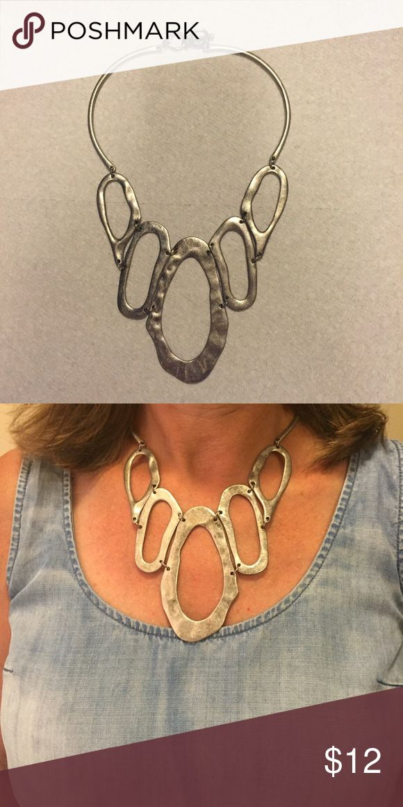 Chunky silver necklace! Beautiful necklace! Perfect for any occasion! Jewelry Necklaces