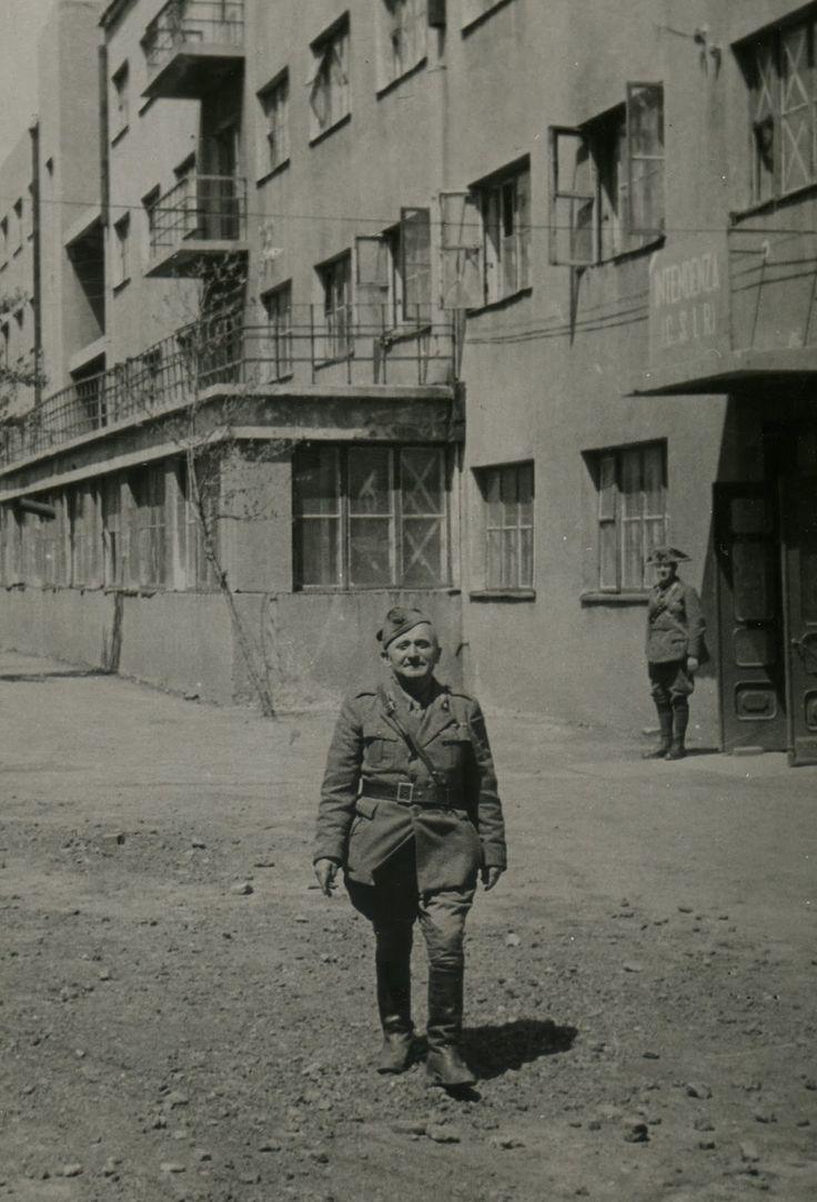"""Giugno 1942 - Palazzo dell'intendenza a Stalino (Donetsk) - Eugenio Sacco """"Oltre il Don"""" Marlin Editore"""