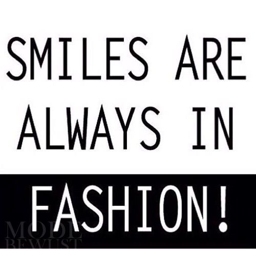 Smiles are ALWAYS in fashion! #modebewust #inspiratie #quote