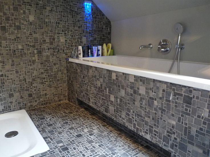 Rivestimento vasca in marmo effetto mosaico. Mosaico su rete in marmo | Muri - Milano Grey