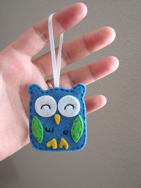 felt owl. This is cute, I'd do golds and creams: