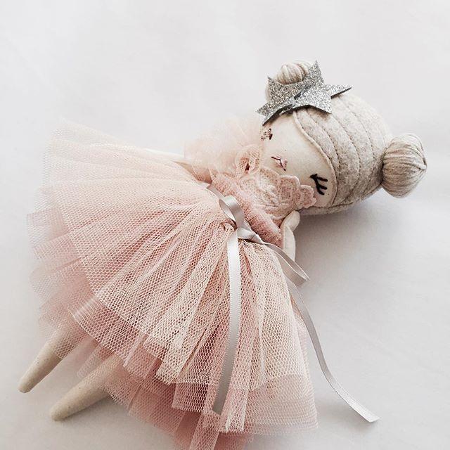 Hello dainty one xx #littlemisstippytoes #tiny #handcrafted #keepsake #ballerina #tutu #peach #silver