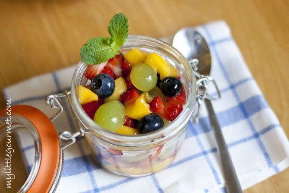 Ein einfacher Obstsalat mit einem süß-saurem Dressing, dass bei Kindern und auch Erwachsenen immer gut ankommt.