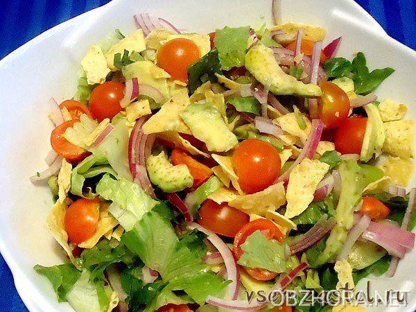 Салат из авокадо с черносливом