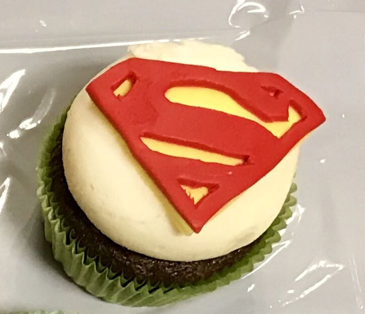 Superman Cupcake on Cake Central