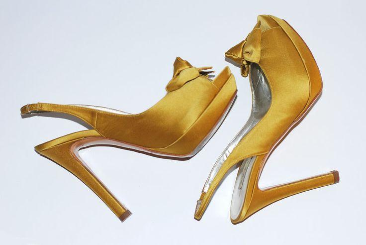 Zapatos de Pura López en raso color mostaza. Talla 37.