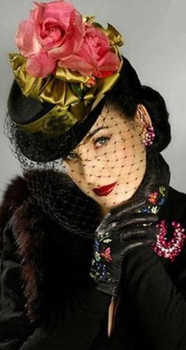 You have to lovhttp://media-cache-ak0.pinimg.com/236x/0a/f0/71/0af07182c5408a006c5a84a1525ff3f0.jpge Heather Renée Sweet -- better known as Dita von Teese -- for her ability to channel vintage Thirties and Forties glam.  Which makes sense, since she studied historic costuming, and has designed many outfits.  I'm not into striptease, but I am into her style off the stage.