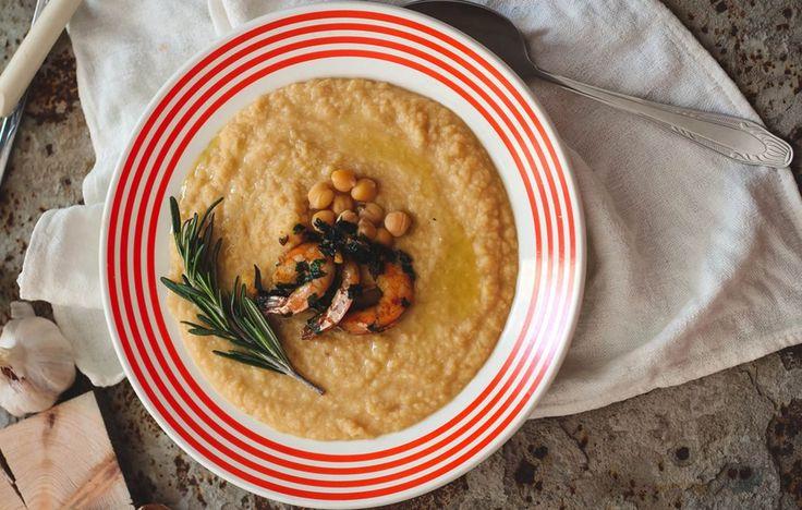 La ricetta della vellutata di ceci e gamberi, un piatto facile da preparare, ideale per quando fa freddo e hai voglia di qualcosa di buono e caldo