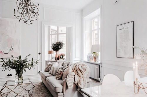 Light & white interiors with a cosy sofa and a San Francisco painting on the wall.