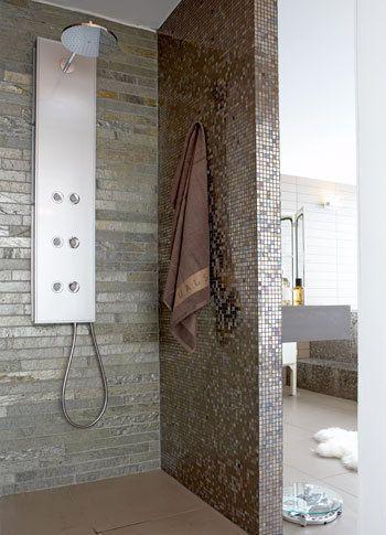 Gebruik leisteen in je badkamer. Het is niet waterdoorlatend, makkelijk te winnen en het ziet er mooi uit.