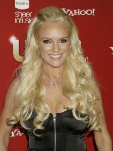 Bridget Marquardt hulf up hulf down hairstyle http://zntent.com/bridget-marquardt-hulf-hulf-down-hairstyle/