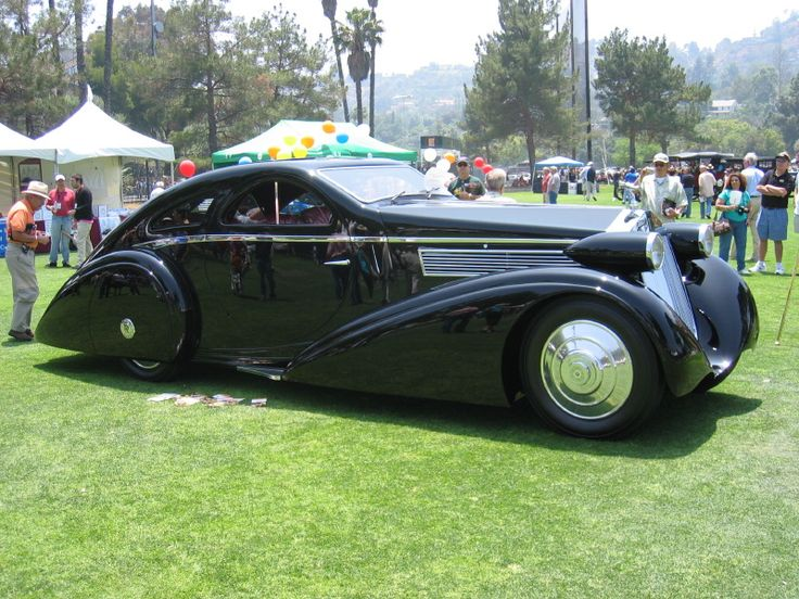 1925 Rolls Royce Phantom. I have a Hot Wheels version of this car. I want the real thing now.