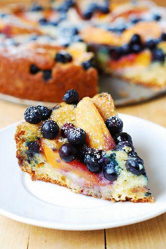 Gâteau au yaourth pêches bleuets