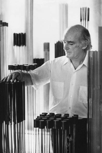 Harry Bertoia at his barn in Pennsylvania in 1975.