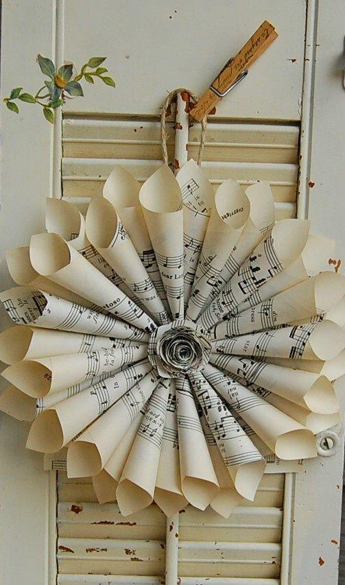 Krans gemaakt van oude bladmuziek.    Gevonden op Pinterest.com
