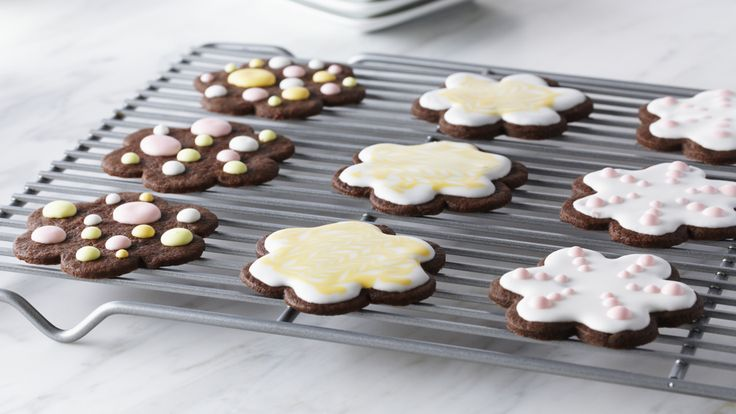 Biscuits sablés au chocolat et glaçage royal