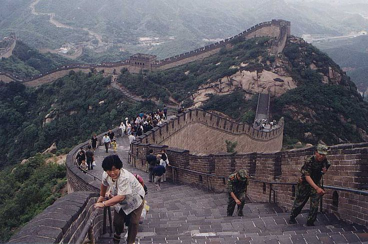 Quanto á muralha da china,as maiores muralhas do mundo,eu não teria fôlego para caminhar tudo isso,e você?
