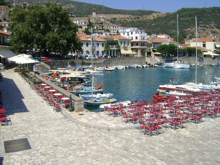 Coffee tables at the port of Nafpaktos