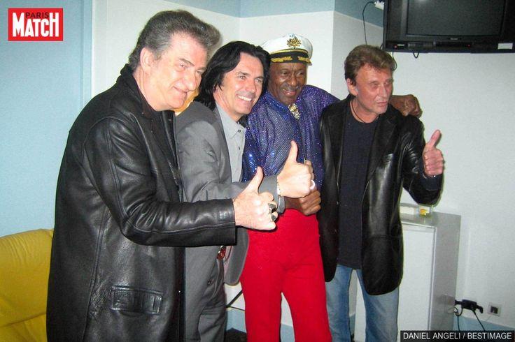 Sur son compte Twitter, Johnny Hallyday a évoqué la mort de Chuck Berry. Au début de sa carrière, le chanteur français s'était inspiré de la légende....