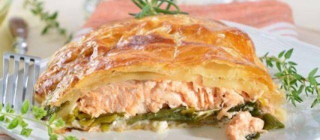1pakje diepvries zalm(bijv.2 moten samen 250 gram )4plakjes bladerdeeg en een bakje boursinachtige kaas.(kan heel goed met de Val Blanc van de Aldi)dit geld ook voor de zalm hoor