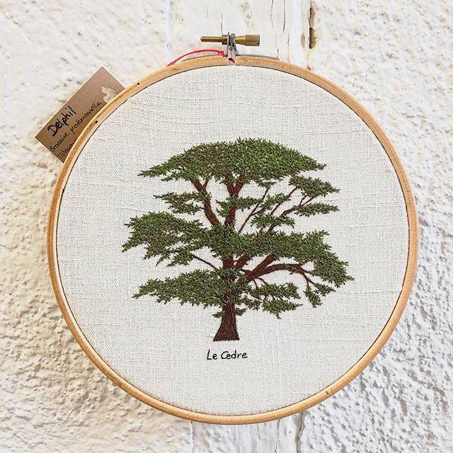 #cedre #cedar . A vendre sur place dans la boutique à partir de juin 💕 . . . #foret #forest #arbre #greenlife #tree #nature #making #arbre #hoopart #hoopembroidery #hoop #handembroidery #embroidery #embroideryart #broderie #broderiemain #handmade #faitmain #brodeuse #stitching #embroidered #madeinfrance #delphil #tatoueusedetissu #modernembroidery #contemporaryembroidery #embroideryinstaguild #embroiderylove