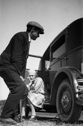 Alexander Rodchenko. Repair of the wheel. From the 'Voyage to Leningrad on the Mayakovsky's car Renault' series. 1929.