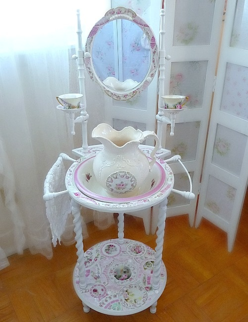 Romantic Pink Mosaic Washstand with Basin and Pitcher #shabbychic