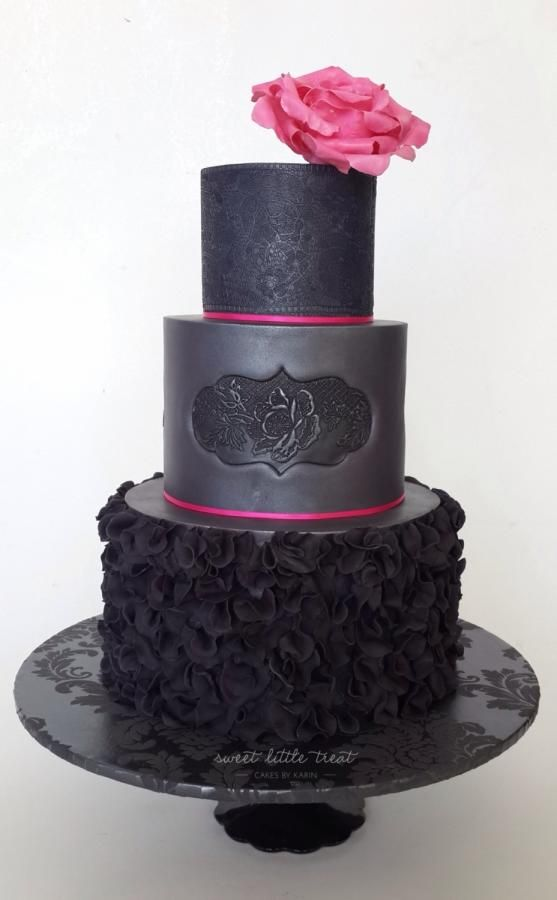 EDITOR'S CHOICE (03/19/2015) Black beauty by Sweet Little Treat View details here: http://cakesdecor.com/cakes/187327-black-beauty